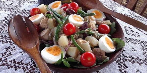 Salade variée estivale réduite en sel